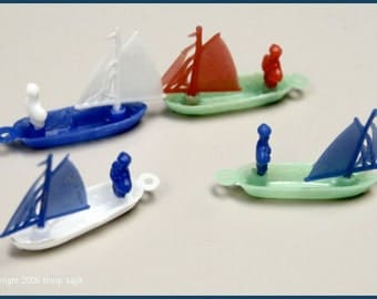 1960's 4 Cracker Jack Plastic Sail Boats MINT