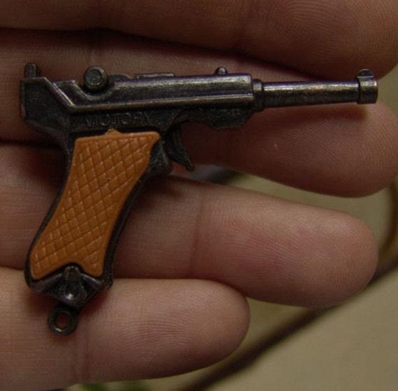 1960s Gum Machine VICTORY Die Cast WW2 LUGER Cap Gun 2 point 75 inch