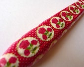 Crochet Hook - Ergonomic  - Pretty Red Roses
