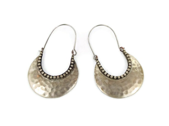 Vintage gypsy earrings - Large dangles, hand made hammered silver - Ethnic tribal fusion - InVintageHeaven