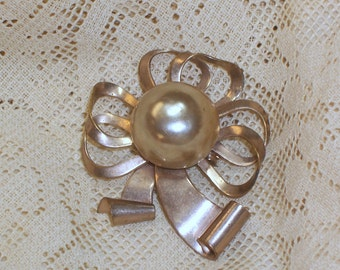 Vintage Goldtone Brooch with Faux Pearl