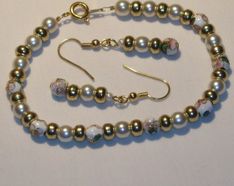 Beautiful bracelet and earring set is beaded with cloisonne' ,gold tone and pearl beads