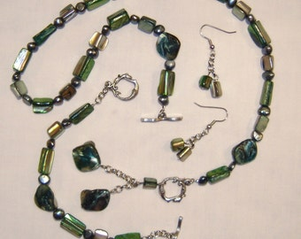 SHADES OF GREEN SHELL PEARL JEWELRY SET, pendant necklace, bracelet, dangle earrings