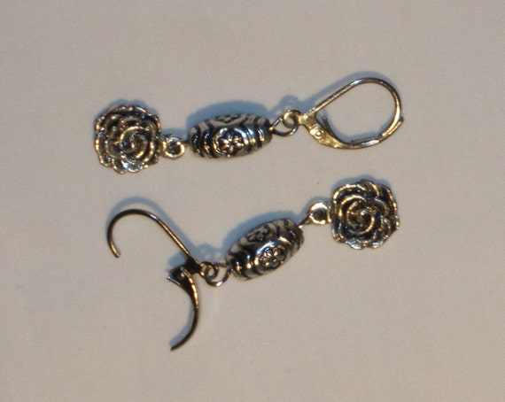 EARRINGS, danlge earring with flowers, antiqued silver color spacers with flowers, metal flower charms in silver color