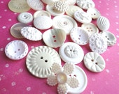 Beautiful 'wedding style' buttons in shades of white and ivory - set of 15