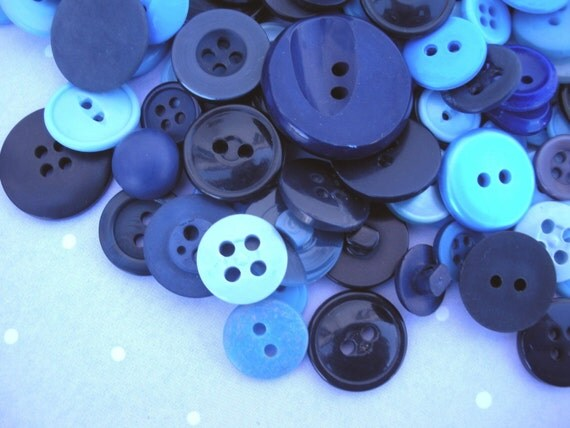 sale - 30 Vintage Blue buttons - Forget-Me-Not Mix