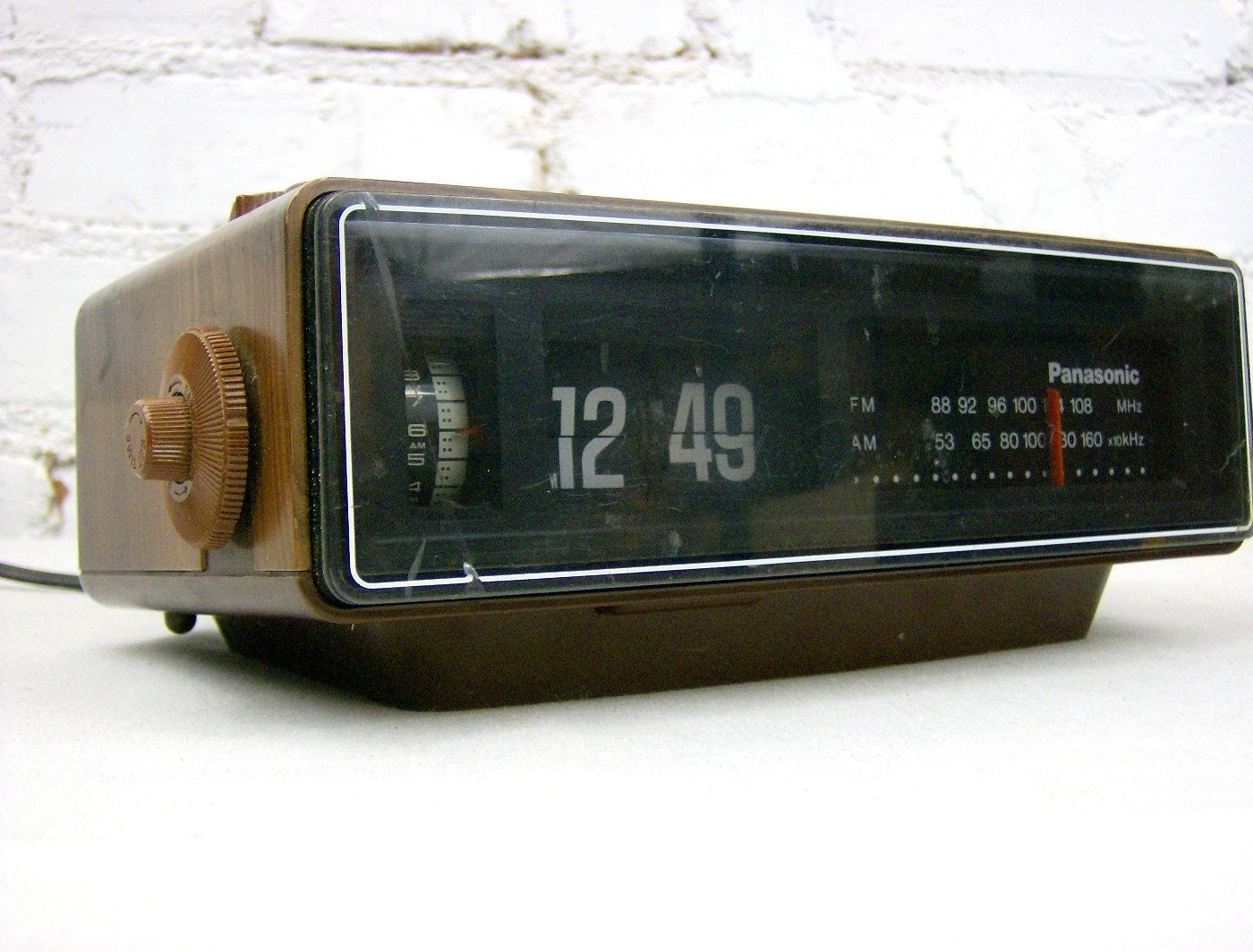 vintage panasonic flip clock with fm radio alarm. Black Bedroom Furniture Sets. Home Design Ideas