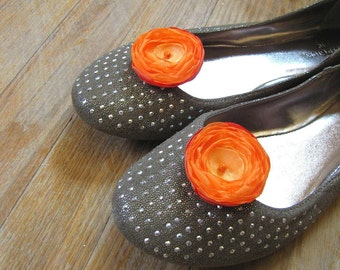 Shoe clips with handmade fabric flowers (set of 2 pcs )- HOT ORANGE BLOSSOMS