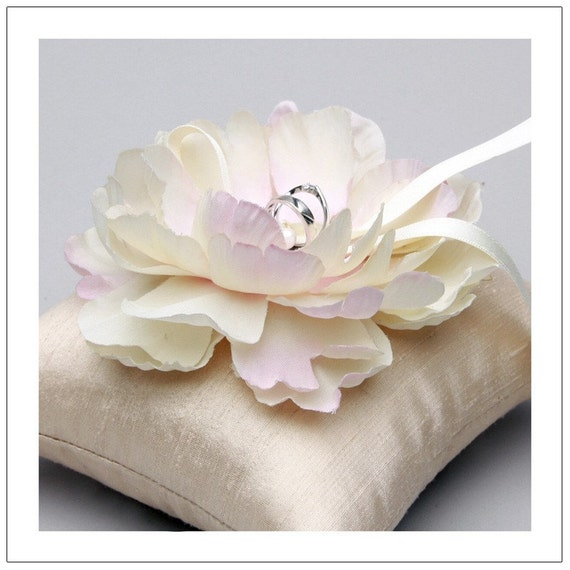 Cecily bloom series - bridal ring pillow with vintage flower