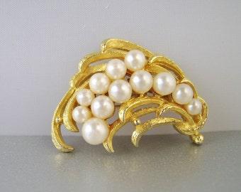 Vintage Pearl Brooch Gold Pin