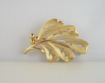 Vintage Botanical Brooch Leaf & Berries Gold Pin