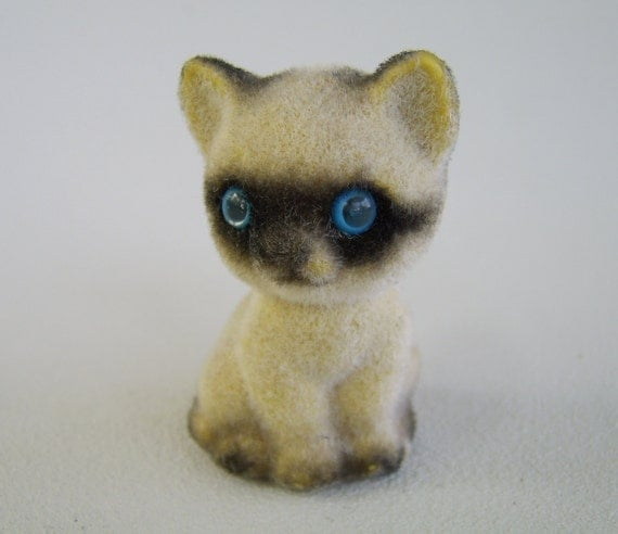 Vintage Flocked Siamese Kitten Cat Figurine Hong Kong