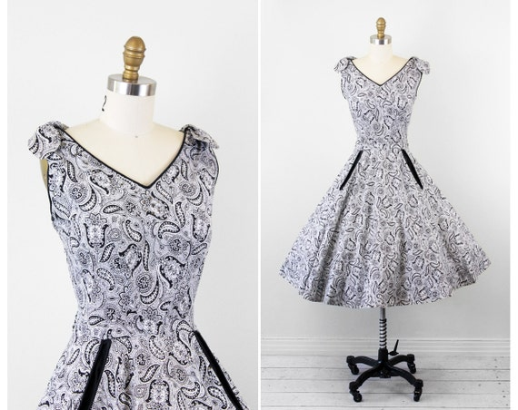 vintage 1950s dress / 50s dress / Black and White Paisley Sundress with Rhinestones, Pockets, and Bows