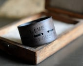 LiVE Consciously unisex leather cuff - black
