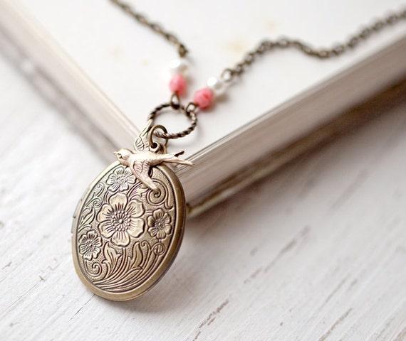 Flower locket necklace - Antique locket - Botanical jewelry - Romantic gift for her - Photo locket, Oval locket, Vintage style locket (L007)