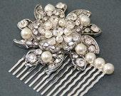 Flora. Vintage style rhinestones and Swarovski Pearls bridal hair comb (Cream/silver)