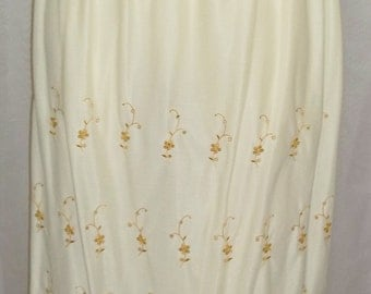 Vintage Kickernick Golden Ivory Embroidered Half Slip Nylon Lace 28