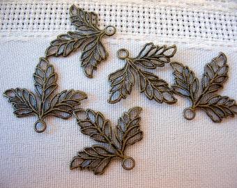 Antique Brass 3 Leaf Filigree (8)