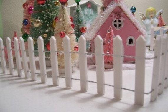 CHRISTMAS SNOW VILLAGE WHITE PICKET FENCE