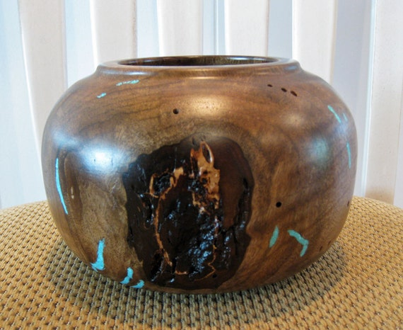 Myrtle Wood Pot With Turquoise Inlay