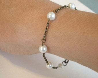 Pearl Bracelet Beaded Pearl Bracelet Antiqued Brass Chain Bridal Bracelet Wedding Bracelet Jewelry Bridesmaid Gift