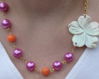 Pink beaded Necklace White Shell Necklace  Beach Necklace Hibiscus Necklace Hawaiian Shell Necklace Shell Flower