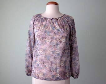 70 blouse / lilac floral sheer puff sleeve top (s - m)