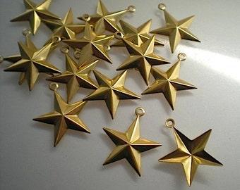 18 medium brass star charms