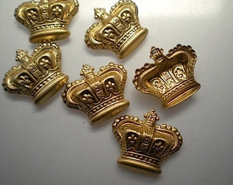 6 medium puffy crown charms