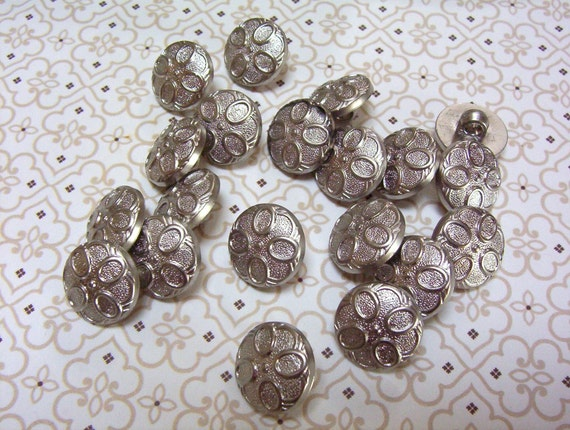 Mod Style Silver Buttons Set with Shanks - Circles - Flower (51X)