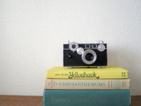 CLEARANCE - Vintage argus camera with leather case
