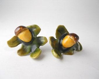 VINTAGE 1950s PORCELAIN Acorn and Oak Leaf, screw back earrings