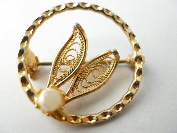 1950's VINTAGE circle brooch, faux pearl and LACEY metalwork, circle brooch