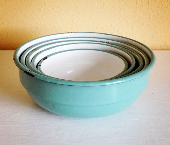 vintage enamelware bowls, set of 5 nesting bowls from the Netherlands, gorgeous turquoise color