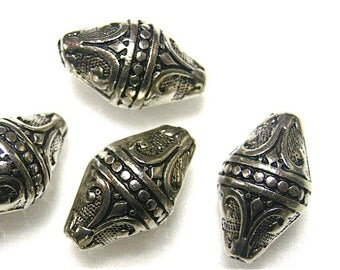 Pointed Antique Silver Beads (12)