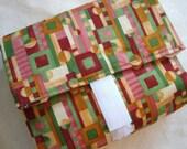 Green\/rose geometric print reuseable lunch wrap