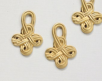 8 CELTIC KNOT brass jewelry pendants . 33mm x 23mm (S4).