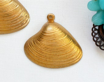 5 large brass SHELL jewelry pendant  .  28mm x 30mm (ST55) . Please read description