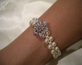 Bridal Pearl bracelet, vintage style bracelet, bridesmaid bracelet, Loreen
