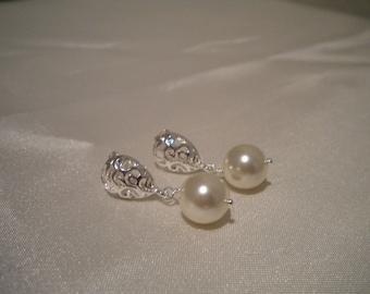 bridal pearl earrings, Sterling Silver earrings, Swarovski pearl earrings, Bridesmaid pearl earrings Roxanne