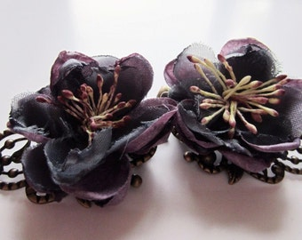 Deep violet flower hair clip. Purple barrette.  Brass lace filigree hair clip set.