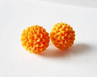Tangerine earrings. Orange flower earrings. Orange mum earrings. Orange earrings. Flower stud earrings. Flower post earrings. Flower jewelry