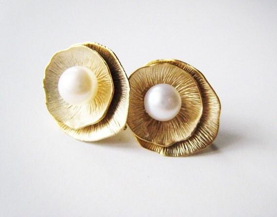 Lotus leaf earrings. Nestled pearl earrings.Stud earrings. Ivory pearl earrings. White pearl earrings. Gold pearl earrings.Wedding earrings.