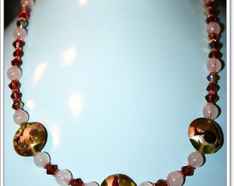 BEAUTIFUL GLASS NECKLACE WITH ROSE QUARTZ