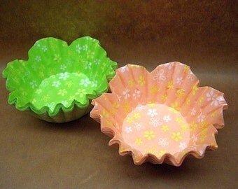 Cute Floral shape small candy cups (set of 40)