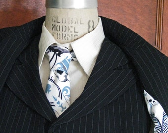 Single Breasted Peak-Lapel Suit with Tie