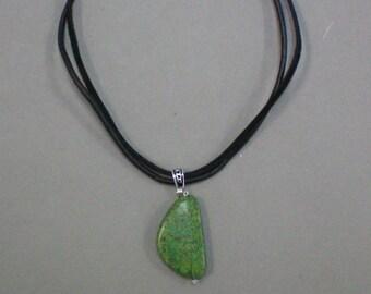 Necklace Green Stone Pendant