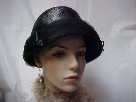 Great looking black hat with black tulle in exc. condition- size is 22 inches