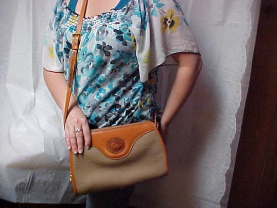 Nice Dooney and Bourke cross body - purse in Toupe and saddle tan