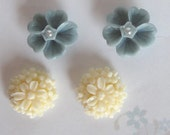Cabochon Daisy Bouquet and Blue Pearl Detailed Flower Earing Set  2 Pairs